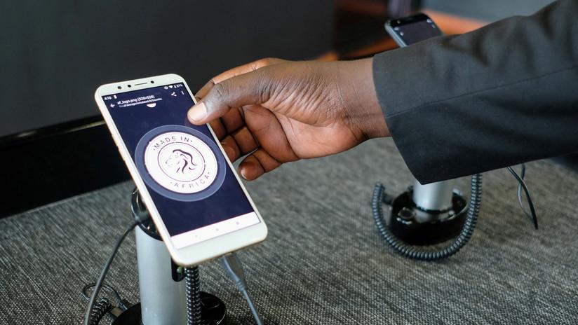 FOTOS: Ruanda presenta los primeros celulares 'made in Africa'