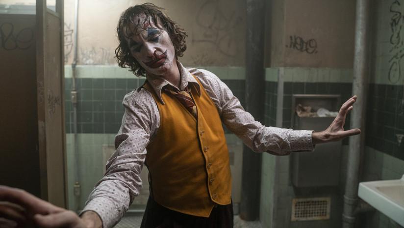 """Un joven publica una foto posando con dos AK-47 en las manos y un mensaje """"preocupante"""" sobre 'Joker'"""