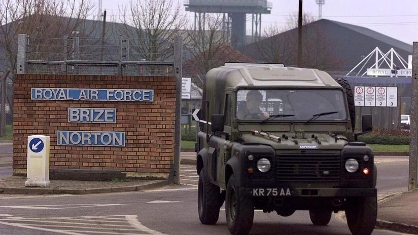 """Evacúan una base aérea británica por amenaza terrorista a causa de un """"error garrafal"""" en el rodaje de James Bond"""