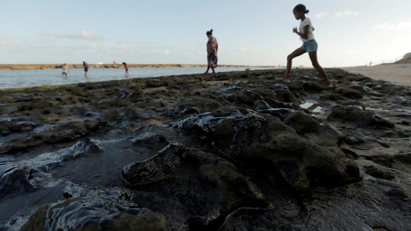 """Venezuela rechaza """"categóricamente"""" las acusaciones de Brasil sobre el crudo en sus playas"""