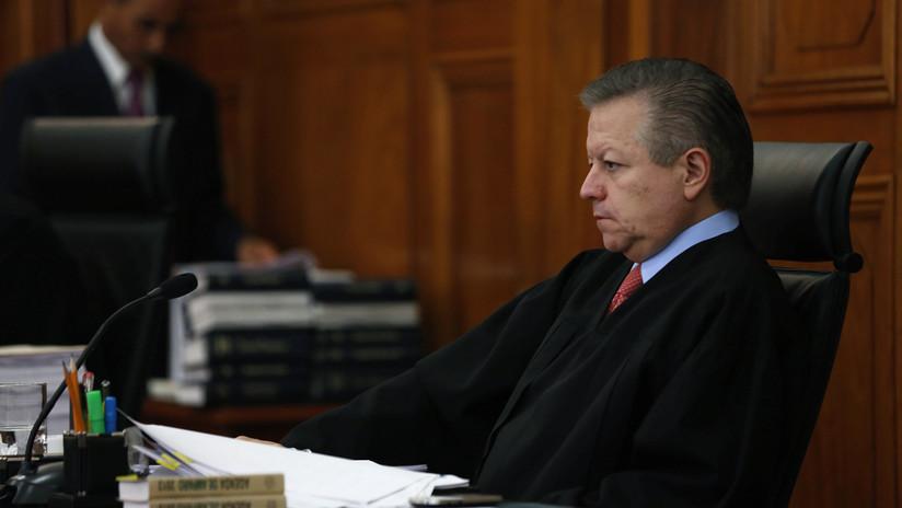 Ministro de la Suprema Corte de México revela los presuntos casos en los que fue presionado por el expresidente Felipe Calderón