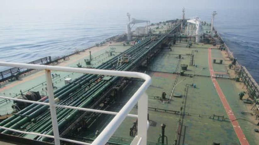 Teherán: La explosión en el petrolero iraní fue causada por dos ataques con misiles en el mar Rojo