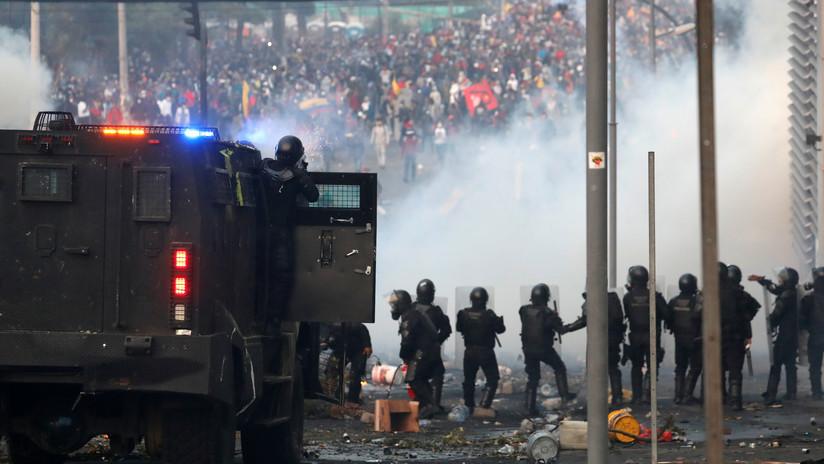 """VIDEOS: La Policía ecuatoriana bombardea con gases lacrimógenos a manifestantes minutos después de que Moreno llamara al """"diálogo"""""""
