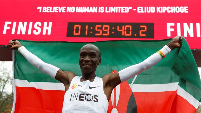 VIDEO: El primer hombre del mundo en correr una maratón en menos de 2 horas