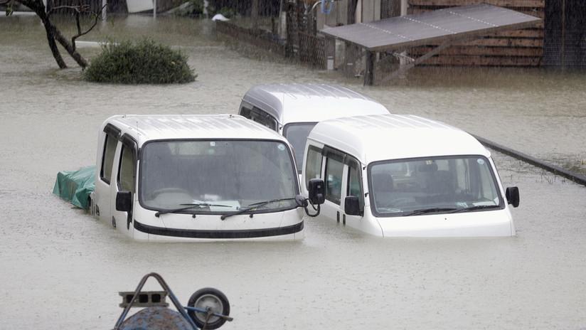 VIDEO: Coches arrastrados por vientos y estragos materiales tras el avance del poderoso tifón Hagibis sobre Japón