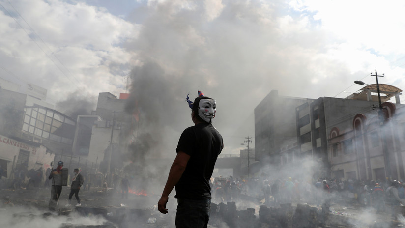 VIDEOS: Manifestantes mantuvieron retenidos a 54 policías en un estadio al norte de Quito