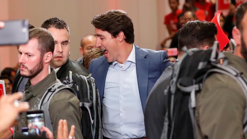FOTOS: Captan a Trudeau con un chaleco antibalas puesto durante un mitin tras reportes de amenazas a la seguridad