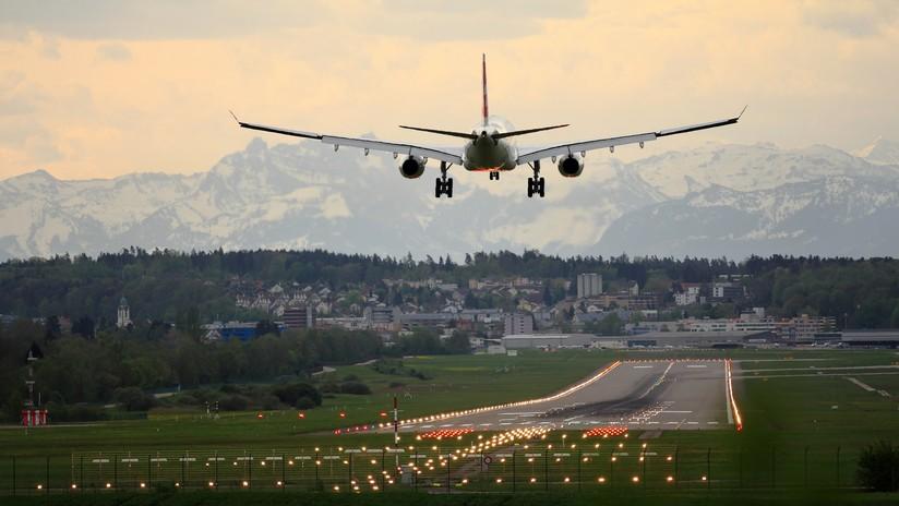 El tenso aterrizaje de una familia a bordo de una avioneta en EE.UU. (VIDEO)