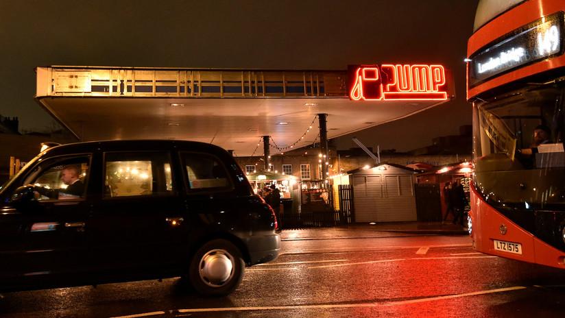 Un taxista de Uber lleva a un pasajero dormido al otro lado del país y le cobra 1.800 dólares por el servicio