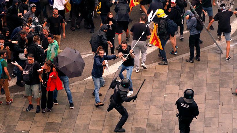 VIDEOS, FOTOS: Incidentes y cargas policiales durante las protestas en Cataluña contra la sentencia del 'procés'