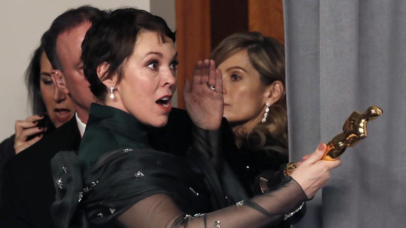 La ganadora del Óscar Olivia Colman revela que su marido robó un objeto de la residencia de Isabel II