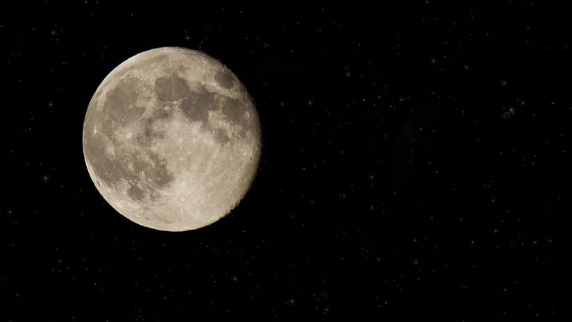 FOTOS, VIDEO: Un raro fenómeno lunar 'hipnotiza' a los británicos