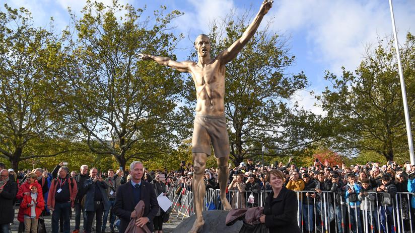 FOTOS: Advierten que la estatua de Zlatan Ibrahimovic está plagada de errores