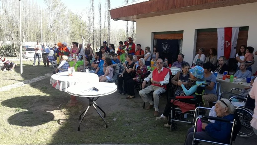 """""""No podíamos dejarlos así"""": apadrinan a 14 abuelos que no recibían visitas en un asilo de Argentina"""