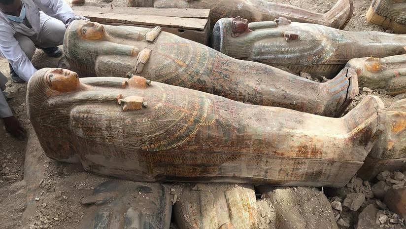 """""""El descubrimiento más grande e importante"""": Hallan 20 sarcófagos antiguos de madera bien conservados en Egipto"""