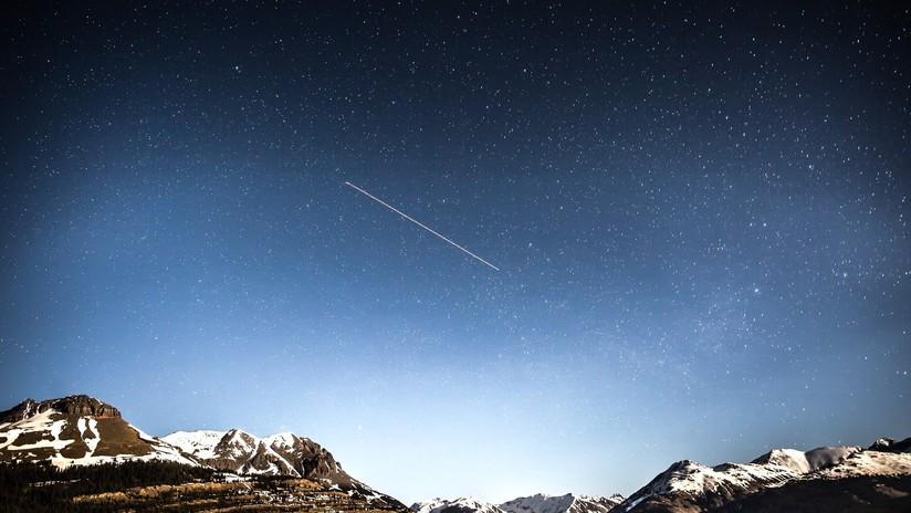 """""""La magia de la Vía Láctea en el aire"""": Captan desde un avión un brillante bólido verde cruzando el cielo (FOTO)"""