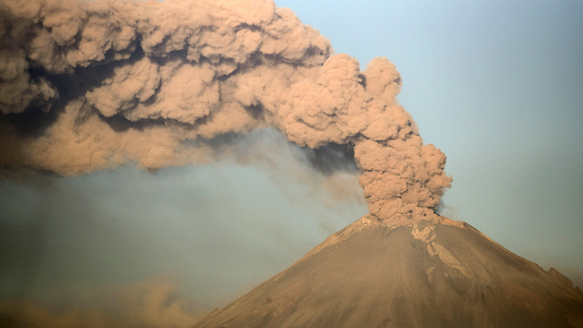 VIDEO: Captan una gran explosión en el volcán mexicano Popocatépetl