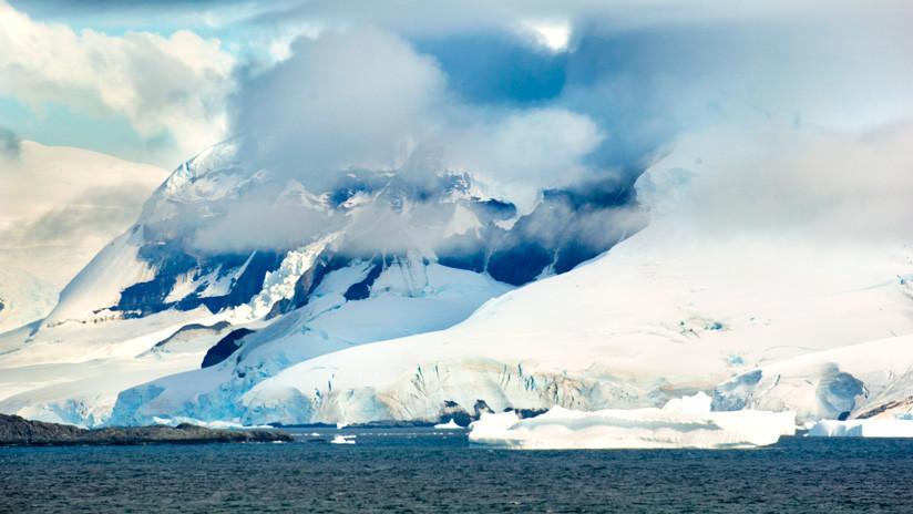 Descubren en el hielo de la Antártida cloro radioactivo de pruebas nucleares de EE.UU.