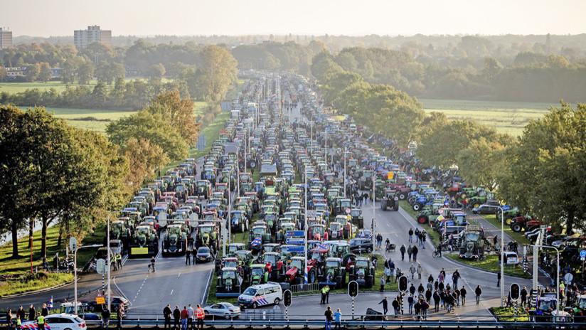 VIDEO: Granjeros de Países Bajos bloquean carreteras porque les culpan del cambio climático