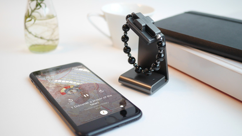 El Vaticano lanza un rosario inteligente que funciona con el celular