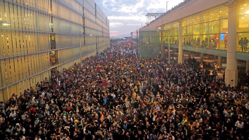 ¿Qué hay detrás del 'Tsunami Democràtic' que hizo llamamientos como el del colapso al aeropuerto de Barcelona?