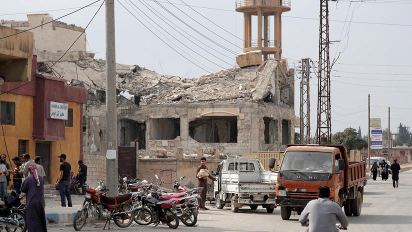 Coalición de EE.UU. destruye sus municiones bombardeando su propia base en Siria tras su retirada