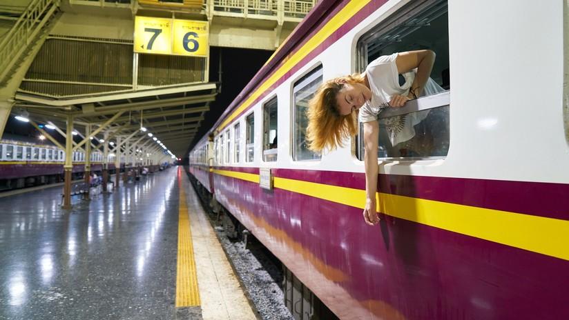 Milagro en el metro de Buenos Aires: cae a las vías y los pasajeros logran frenar el tren 'in extremis' (VIDEO)