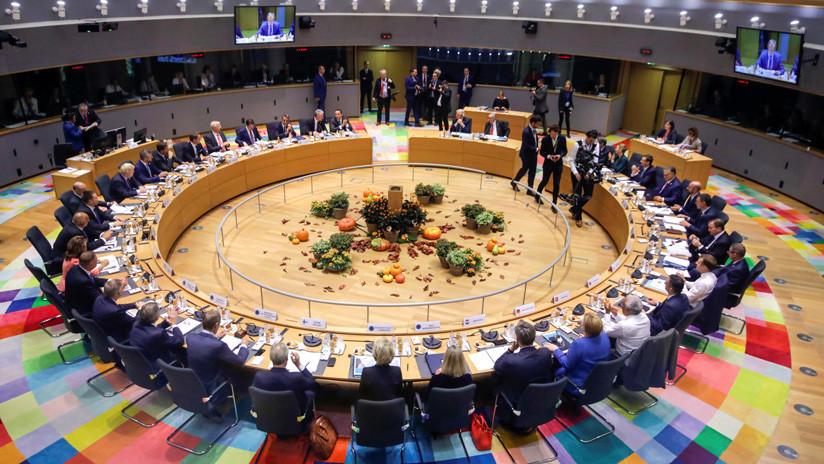 Los 27 miembros de la UE respaldan el nuevo acuerdo de 'divorcio' con Reino Unido