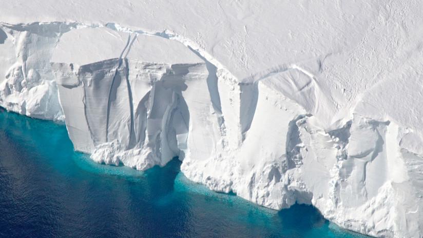 Se desprende un gigantesco iceberg de 260 kilómetros cuadrados en la Antártida (GIF)