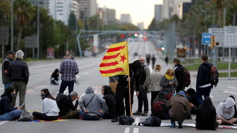 Grupo de neonazis da una brutal paliza a un joven antifascista durante las protestas en Barcelona (VIDEO)