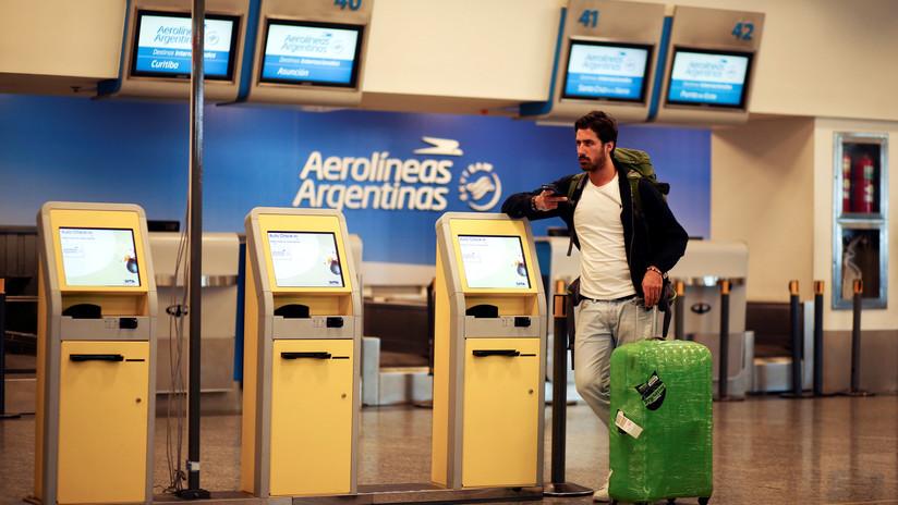 Aerolíneas Argentinas expulsa de un vuelo a una pasajera por ser alérgica a las nueces