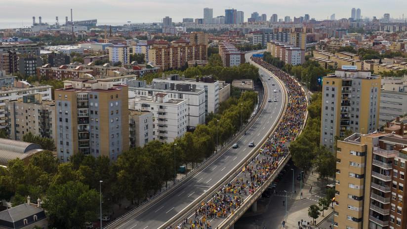 """""""Marchas por la libertad"""": Miles de personas llegan a Barcelona durante la huelga general en Cataluña"""