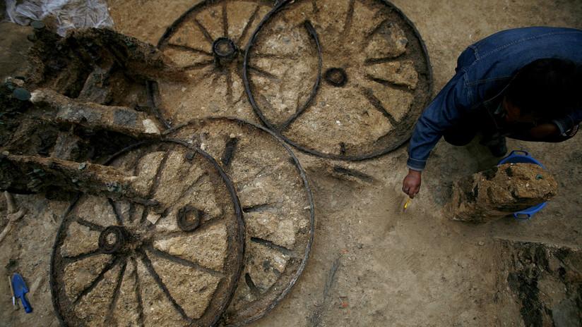 Hallan un carruaje romano de 1.800 años de antigüedad con restos fósiles de dos caballos (FOTOS)