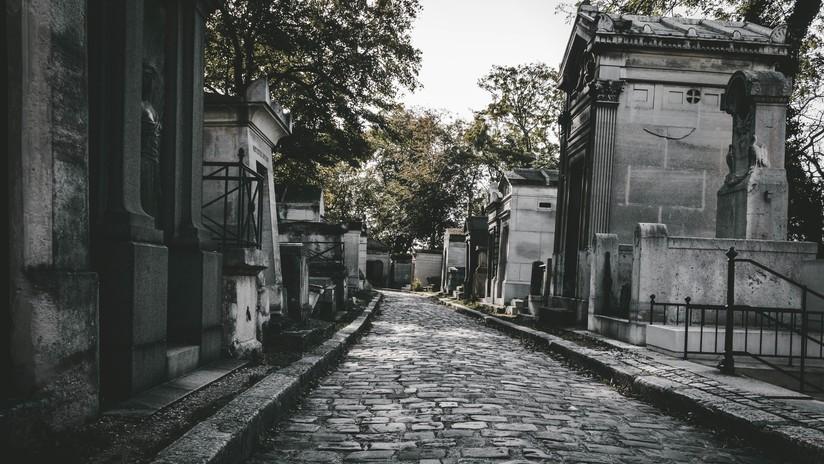 Un ganadero se despierta súbitamente cuando lo bajaban ya a su tumba en un cementerio de la India