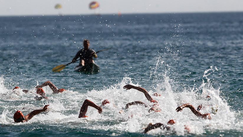 Un británico muere ahogado ante su familia mientras participaba en un triatlón en España