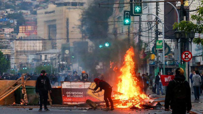 Quemas y destrozos en Valparaíso en protestas contra el alza en las tarifas del transporte público (VIDEOS, FOTOS)