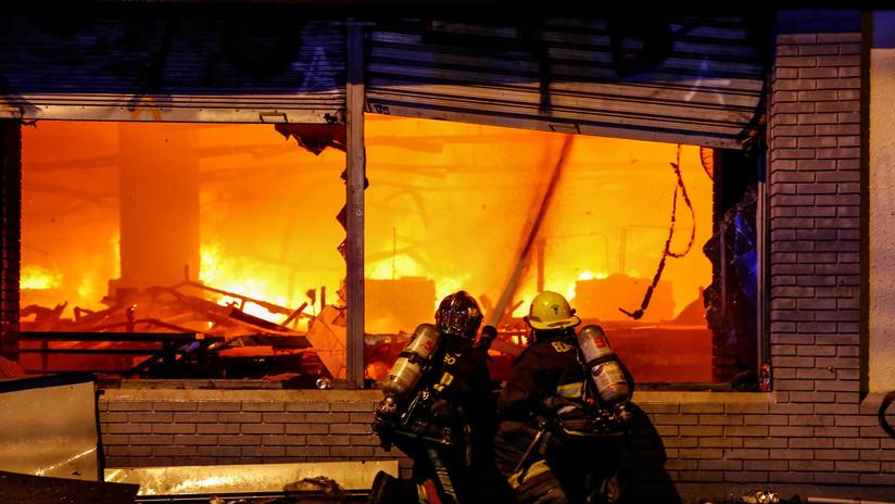 Chile: Confirman tres muertos tras un incendio en un supermercado en medio de las protestas