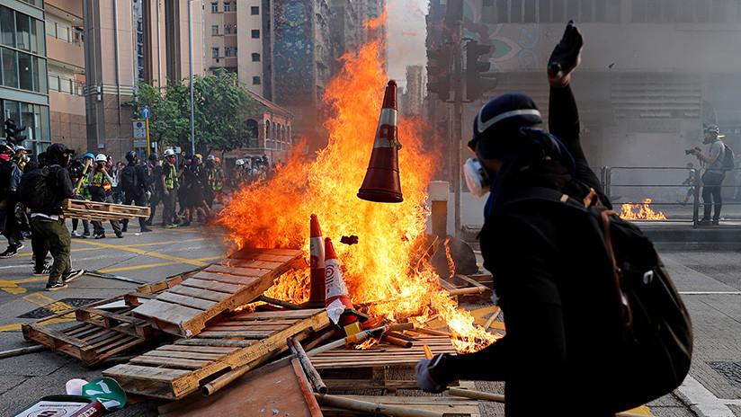 VIDEO: Cócteles molotov y barricadas en una nueva jornada de protestas en Hong Kong