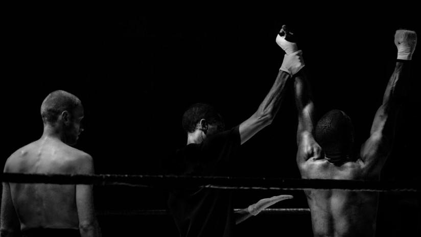 """""""Nadie creerá a una niña de 5 años"""": Excampeón de boxeo da una paliza a su novia delante de su hija"""