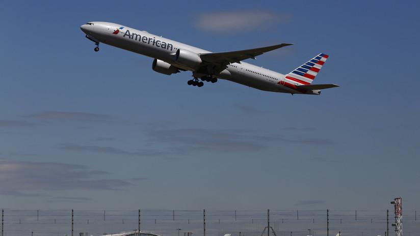 """Dos tripulantes inconscientes y varios intoxicados en pleno vuelo tras el derrame de un """"líquido de limpieza"""""""