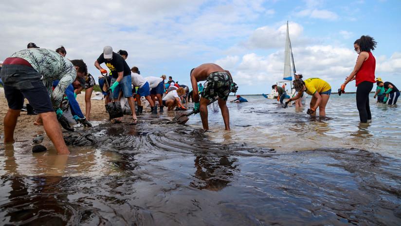 Los residuos de petróleo retirados en las costas de Brasil ya superan las 600 toneladas