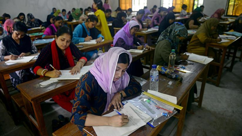 Una parlamentaria bangladesí contrata a ocho dobles para que tomen los exámenes por ella