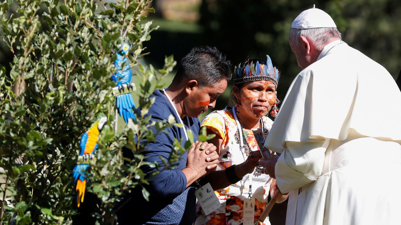 """VIDEO: Roban de iglesia católica las estatuas """"paganas"""" regaladas al papa Francisco por indígenas, las arrojan al río y graban todo el proceso"""