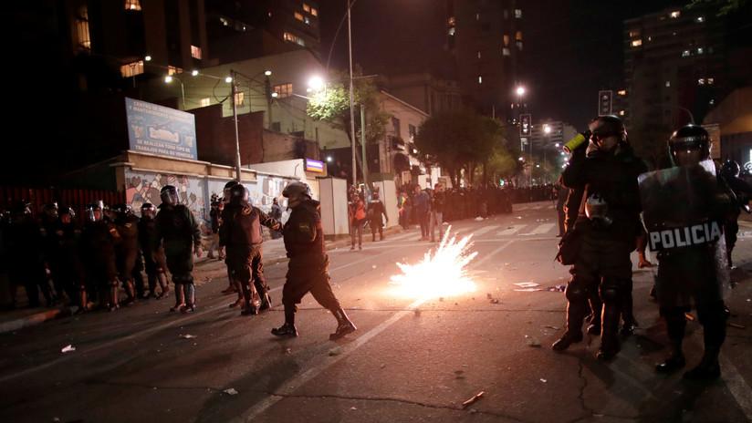 VIDEO: Disturbios y choques entre opositores y la Policía en Bolivia tras resultados preliminares de las presidenciales