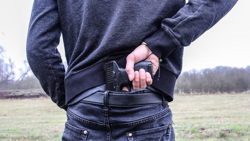 Arrestan a un adolescente por publicar en Facebook una amenaza de tiroteo en una escuela de EE.UU.