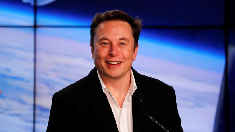 Elon Musk dice haber escrito un mensaje en Twitter usando su red de 60 satélites Starlink y no todos le creen