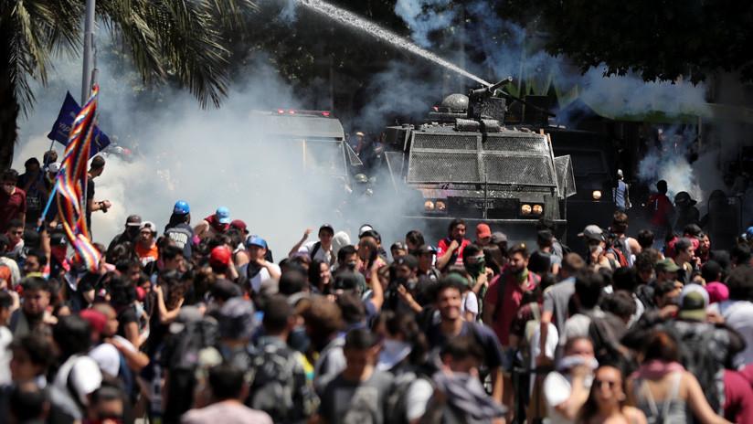 """""""Mataron a mi amigo como cobardes"""": las circunstancias de la muerte del manifestante chileno José Uribe"""