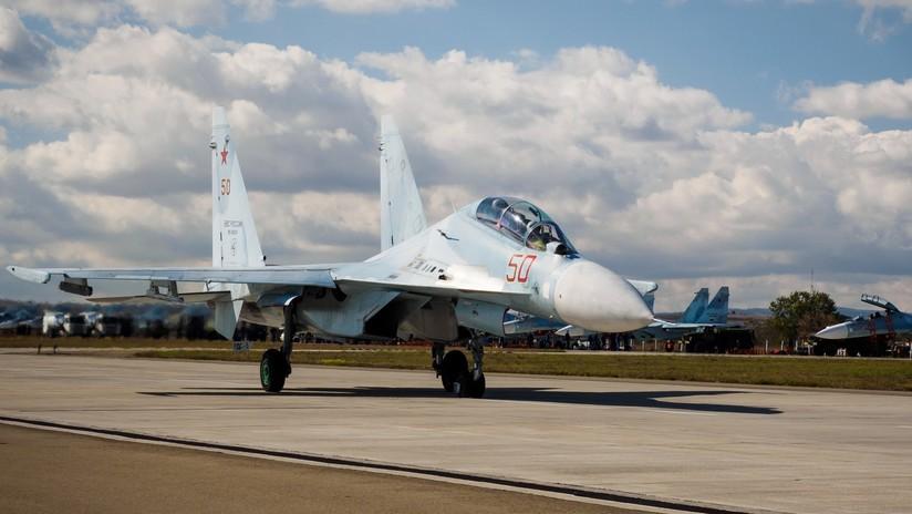 Un caza ruso escolta al B-52 estadounidense que se acercó a la frontera rusa sobre el mar Negro