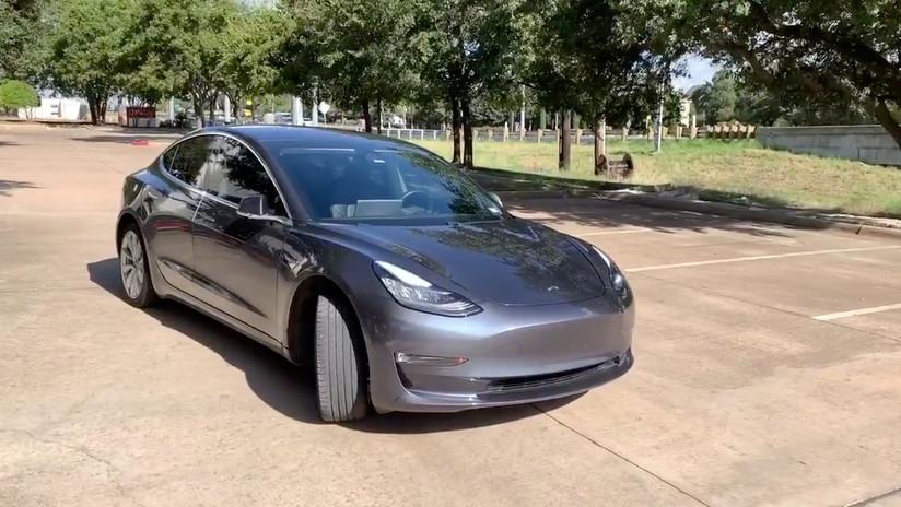 VIDEO: Raya con una llave un Tesla y lo pillan tras ser grabado por el propio vehículo