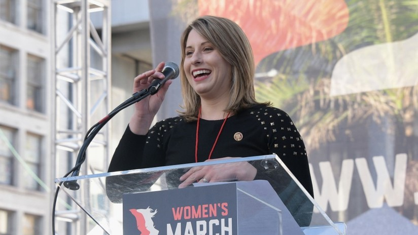 Fotos desnuda, tatuaje nazi y aventuras con empleados: la Cámara de Representantes de EE.UU. investiga a una congresista demócrata